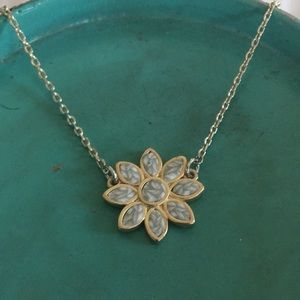 🌼🌿NWT Flower Necklace 🌼🌿